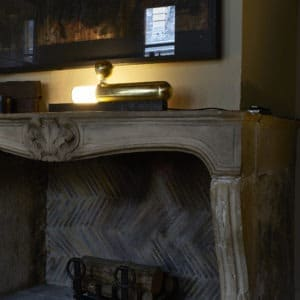 AMB_19_ISP_TABLE_BL_MARBLE
